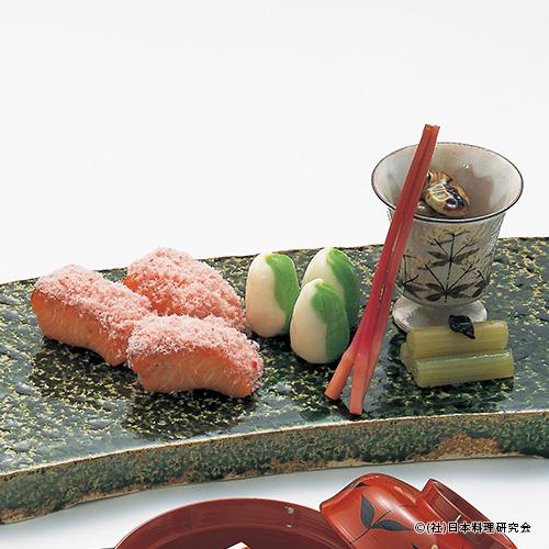 桜鱒桜香焼、蕗青煮、熨斗めふん、百合根織部茶巾、空豆直火炊き