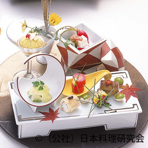 銀杏豆腐、帆立・アボカド山葵和え、スモークサーモン紅芯大根砧巻等