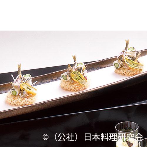 細魚八幡揚、稚鮎化粧揚、楤の芽黄身揚